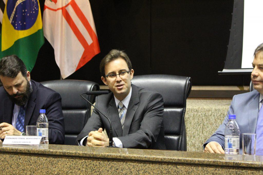 O Prof. Fernando Berssaneti falou dos benefícios deste contrato para as atividades dos Tribunais de Contas.